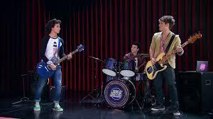Jak nazywa się zespół Simona, Nico, Pedro ?