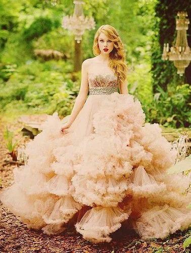 Taylor ' ın  ilk piyasaya sürdüğü parfümünün adı nedir  ?