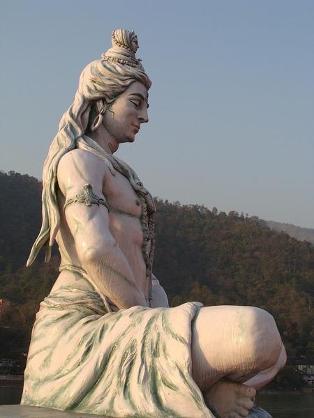 Prva po proširenosti religija u Indiji je :