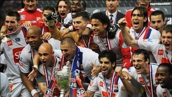 Quel entraîneur gagne le doublé Coupe de France/Championnat en 2008 ?
