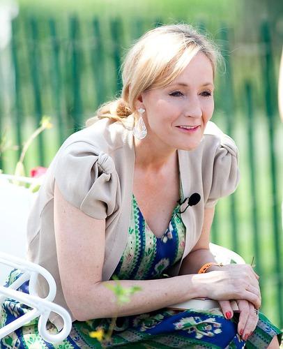 L'auteur de Harry Potter (Joanne Rowling) est Américaine.