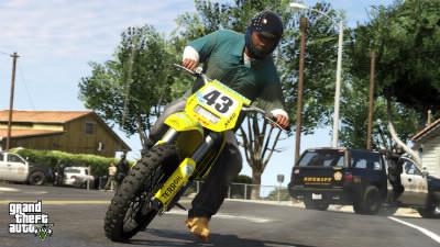 Qui enfourche ce moto-cross ?