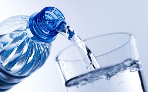 Qual é o transtorno metabólico causado pelo excesso de água no nosso organismo ?