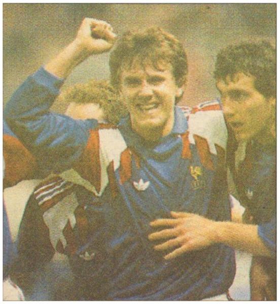 Le 30 mars 1991 au Parc des Princes, les Bleus dominent l'Albanie 5-0. Quel joueur français va inscrire un doublé ?