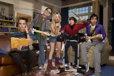 Comment s'appelle la voisine de Sheldon et Leonard ?