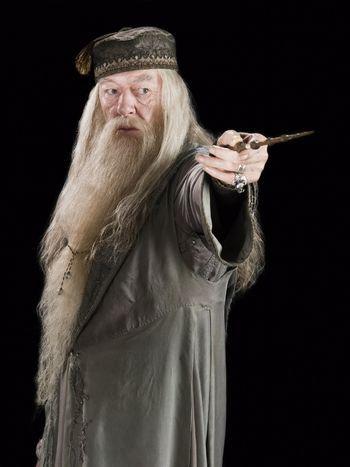 Mi a teljes neve Dumbledore-nak?