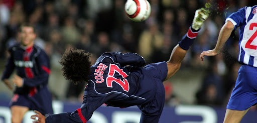 Contre quelle équipe Charles-Edouard Coridon a-t-il inscrit un but improbable en Champions League en 2004 ?