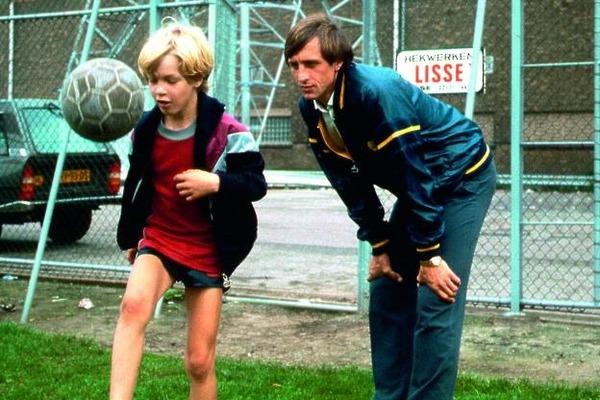Son fils réalisera une belle carrière de footballeur professionnel. Il s'agit de ?