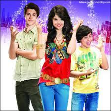 Comment Selena Gomez s'appelle dans  Les Sorciers de Waverly Place ?