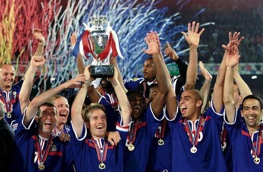 L'équipe de France remporte le Championnat d'Europe des Nations pour .....