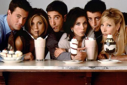 Parmi ces personnages de la série Friends, lequel n'a pas le nom de famille auquel il est lié ?