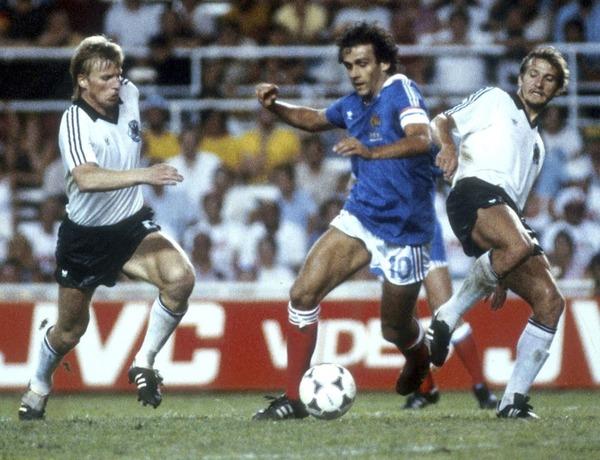 Au Mondial 82 après une demi-finale de légende, la France est éliminée contre l' Allemagne .......