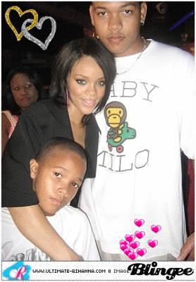 Comment s'appellent les frères de Rihanna ?
