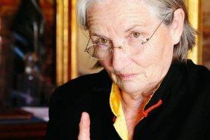 """Quelle actrice française incarne à l'écran, Danièle Mazet-Delpeuch, cuisinière personnelle de François Mitterand au Palais de l'Elysée, dans le film """"Saveurs du palais"""" ?"""