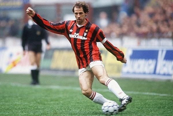 Quel numéro Franco Baresi portait-il au Milan AC ?